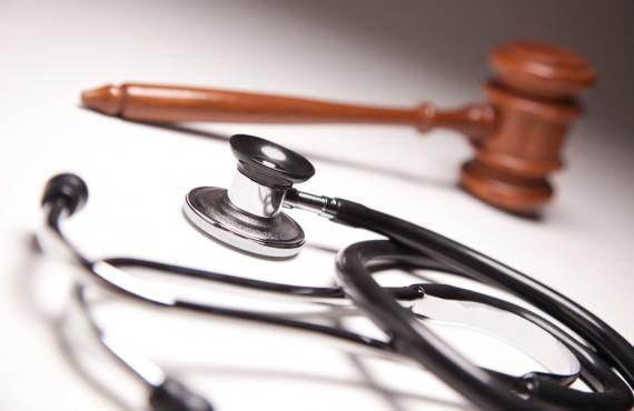 """İstanbul Barosu """"Sağlık Hukukunda Çekinik/Savunmacı/Defansif Tıp Uygulamaları"""" Paneli Gerçekleştiriyor"""