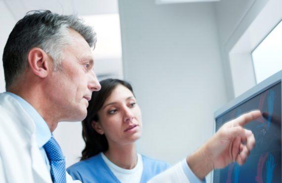 Yabancı Sağlık Meslek Mensuplarına Dair Yönetmelikteki Değişikliğin Yürütmesi Durduruldu